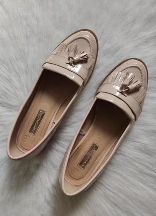 Бежевые туфли лоферы мокасины лаковые с кисточками балетки кожаные низком каблуке3 фото