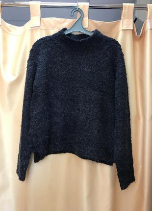 Тёплый шерстяной свитер под горло