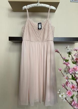 Дорогое шифоновое платье с кружевным верхом