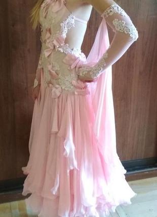 Нежно-розовое платье для бальных танцев стандарт