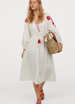 Шикарное платье с вышивкой из котона!