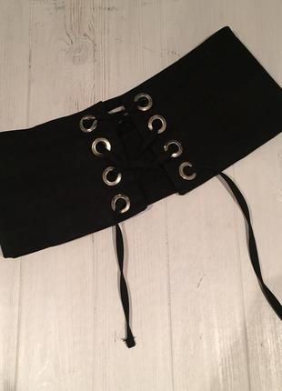 Широкий пояс на шнуровке