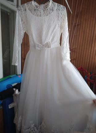 Короткое свадебное платье классика с рукавом