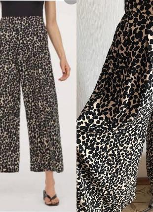 Легкие укороченные широкие штаны в энимал принт