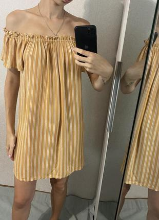 Натуральное платье свободного кроя в полоску со спущенными плечами
