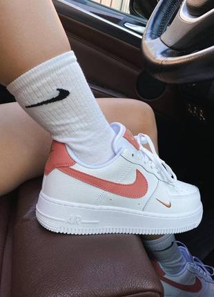 Шикарные женские кроссовки nike air force 1 mini swoosh наложка2 фото