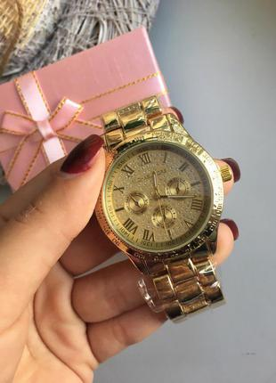 Часы в золотом металле+коробочка