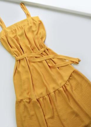 Нежное горчичное летнее платье с пояском