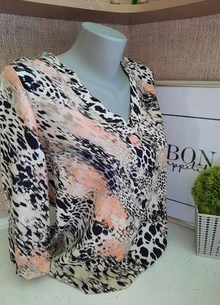 Красива ніжна блуза