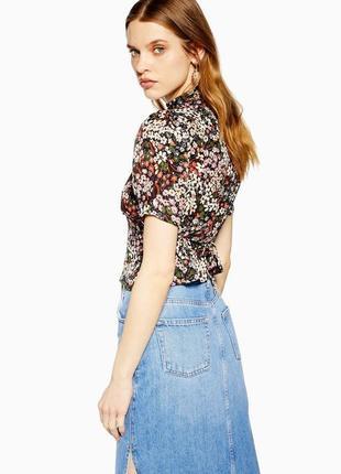 Блузка в винтажном стиле под горло с пуговицами и пояском topshop