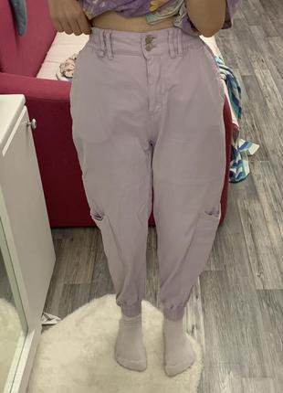 Фиолетовые джинсы с завышенной талией бершка