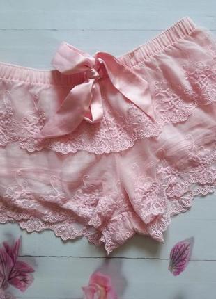 Шикарные кружевные шорты  censored