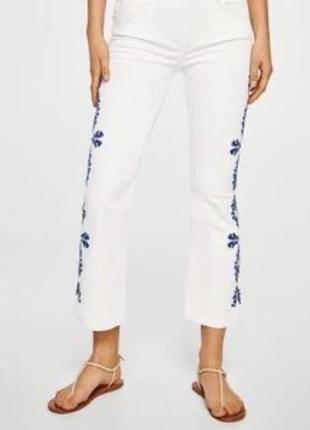 Шикарные летние джинсы с вышивкой mango