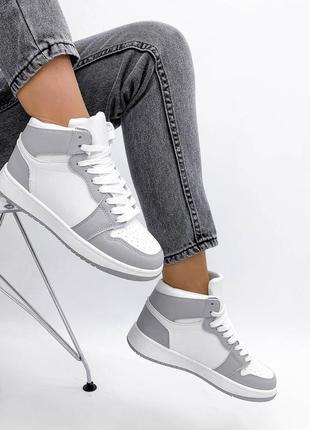 Кроссовки белые высокие