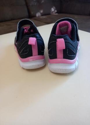 Фирменные подростковые кроссовки для девочки skechers4 фото