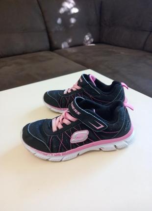 Фирменные подростковые кроссовки для девочки skechers2 фото