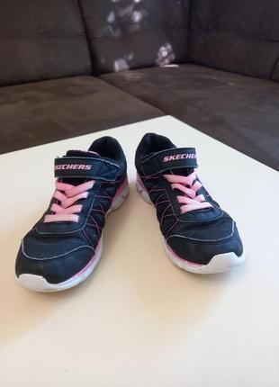 Фирменные подростковые кроссовки для девочки skechers
