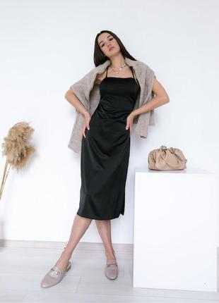 Черное платье комбинация в бельевом стиле с открытой спиной
