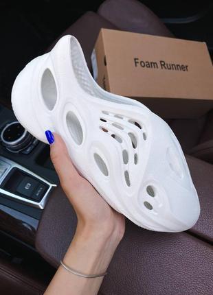 Женские летние кроссовки adidas yeezy foam runner white