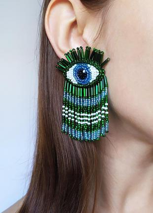 Зеленые серьги глаза. серьги бахрома из бисера. серьги гвоздики.