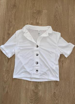 Легкая летняя футболочка с воротником , белая