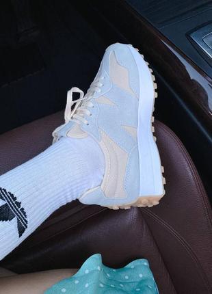 Светлые кроссовки нью беланс new balance 3271 фото