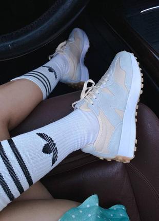 Светлые кроссовки нью беланс new balance 32710 фото