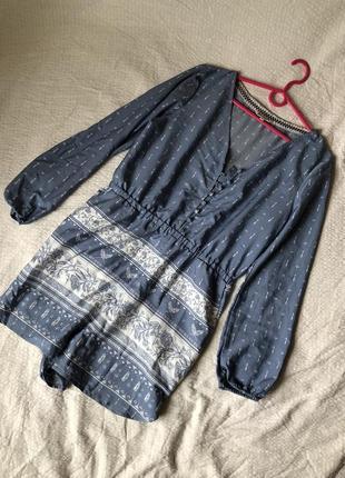 Легкий летний комбинезон с орнаментом серо-голубой с длинным рукавом и карманами1 фото