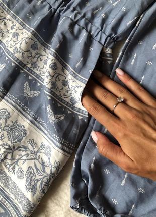 Легкий летний комбинезон с орнаментом серо-голубой с длинным рукавом и карманами3 фото