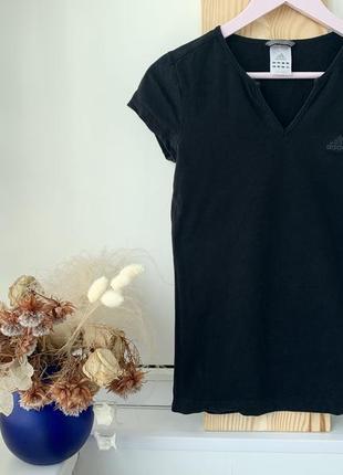 Оригинальная чёрная базовая футболка с v-образным вырезом adidas2 фото