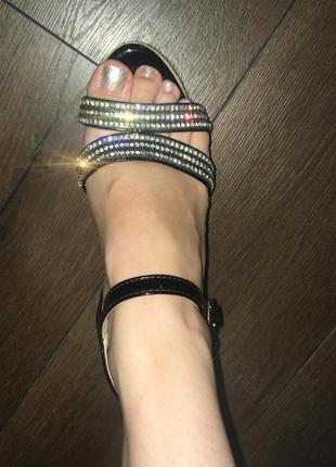 Нарядные сандали на плетёной платформе босоножки5 фото
