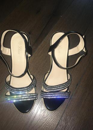 Нарядные сандали на плетёной платформе босоножки6 фото