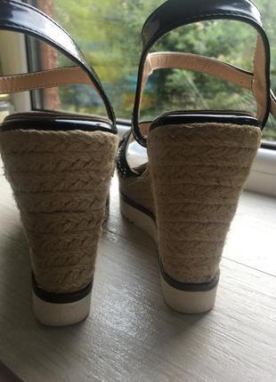 Нарядные сандали на плетёной платформе босоножки8 фото