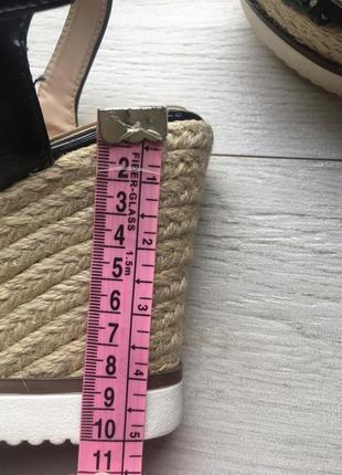 Нарядные сандали на плетёной платформе босоножки10 фото