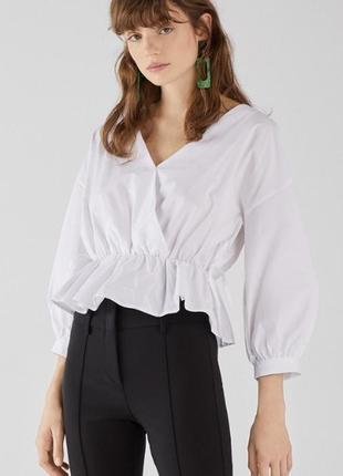 Белая базовая блузка на запах рубашка bershka
