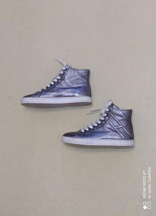 Кожаные кроссовки от премиум бренда hogan