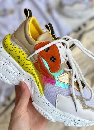 Яркие летние кроссовки