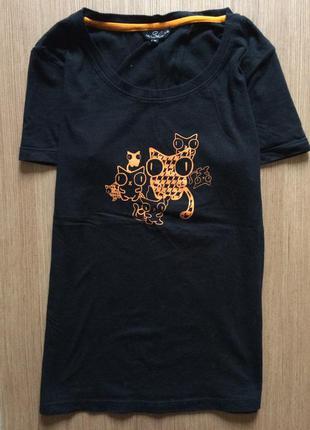 Чёрная футболка