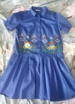 Суперское платье с вышивкой kiwe