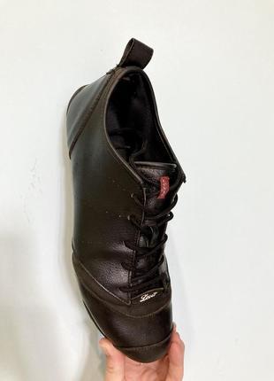 Кожаные кроссовки levi's