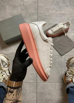 Женские кроссовки alexander mcqueen white pink.