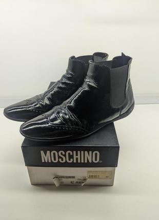 Мужские брендовые ботинки на лаке moschino