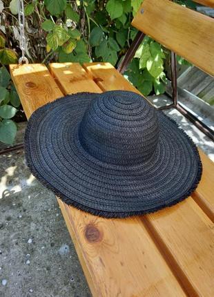 Шляпа соломенная с широкими полями чорная с бахромой по краю