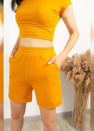 Яркие женские шорты, трикотажные шорты горчичного цвета, трендовые цвета этого лета