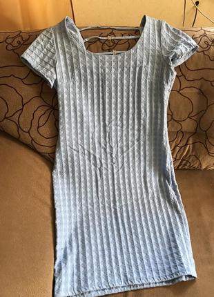 Нежно голубое платье футляр