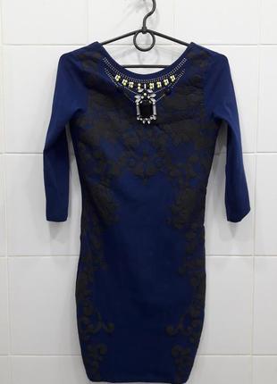 Шикарное платье по фигуре с вырезом на спинке