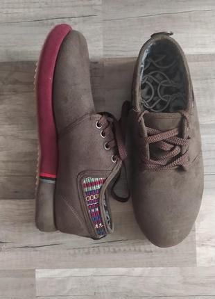 Осенние ботинки с вышивкой