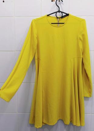Шикарное солнечное платье свободного кроя zara