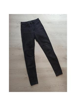 Джинсы скинни, джинси