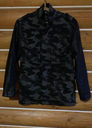 Демисезонное пальто милитари с кожаными рукавами